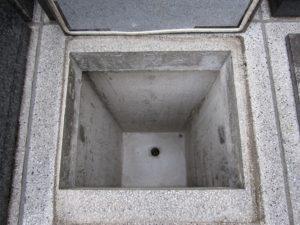 カロート内部・深さ約1メートル