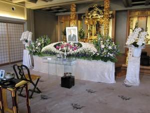 お寺で「家族葬」執行