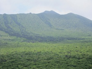 5~7Cの大噴火で山頂部が陥落した三原山
