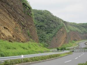 何層にもわたる火山灰の地層